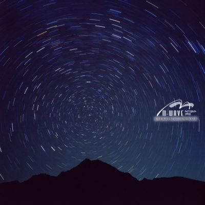 朝日岳山頂と北極星